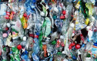 Leere Plastikflaschen